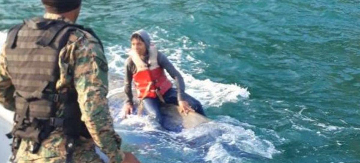 Rescatan a 10 inmigrantes tras naufragio de embarcación en Puerto Obaldía
