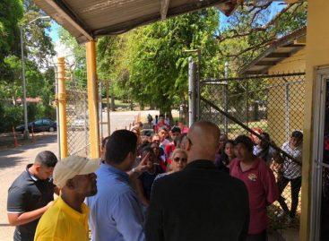 Padres molestos abuchearon al diputado Panky Soto en Arraiján