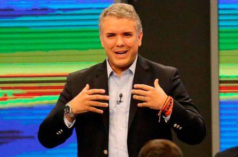 Duque y Petro consolidan ventaja a un mes de las presidenciales en Colombia