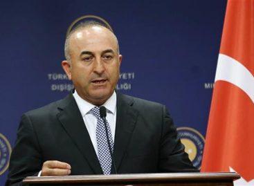"""Turquía tildó opinión sobre relaciones rusoturcas de Macron como """"populista"""""""