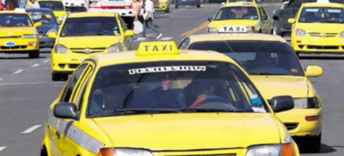 Decretan cautelar de presentación periódica a taxista que transportaba 50 mil dólares en su auto