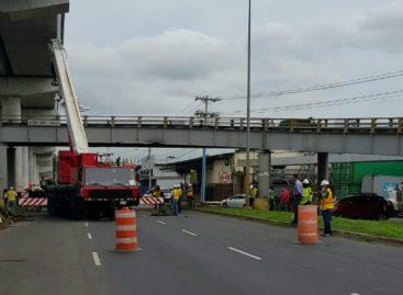 MOP evalúa estado de puente de San Antonio tras colisión de camión (VIDEO)