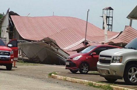 Desplome de vieja estructura del Senan impactó a 7 vehículos