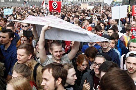 Miles de rusos protestaron en Rusia contra restricciones en internet