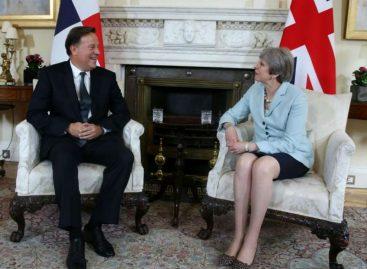 Theresa May pide a Panamá más esfuerzos contra la evasión fiscal