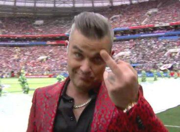 El gesto de Robbie Williams que causó polémica en inauguración de Rusia 2018