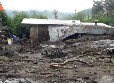 Dos muertos tras quedar sepultados por alud de tierra en Bajo Grande de Chiriquí