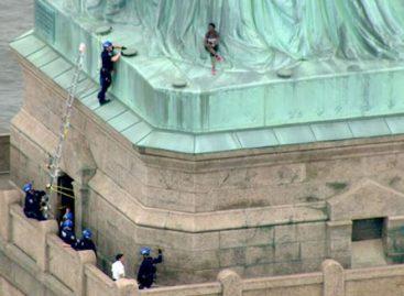 Mujer llamó la atención del mundo tras escalar la Estatua de la Libertad