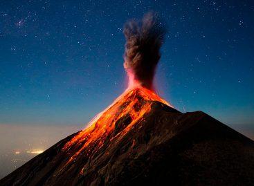Volcán de Fuego de Guatemala amaneció con cinco explosiones por hora