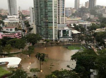 Los panameños le cayeron encima al alcalde Blandón por la inundación en la ciudad