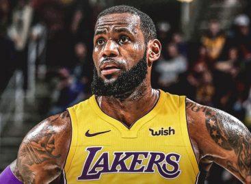 LeBron James firmó por cuatro años con los Lakers de Los Ángeles