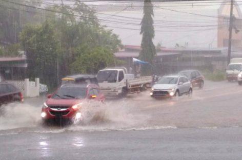 Inundaciones en la ciudad de Panamá tras fuertes lluvias
