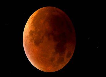 ¡Impresionante! Una roca de un cometa chocó contra la luna durante el eclipse pasado