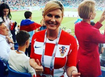 La presidenta de Croacia celebró en vestuario de su equipo el pase a semifinales (VIDEO)