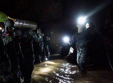 Marina tailandesa confirmó rescate de los 13 jóvenes atrapados en cueva