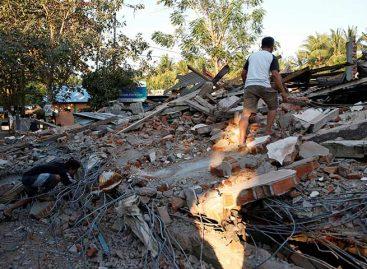 Indonesia elevó a 321 el número de muertos tras seísmo