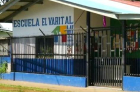 Padres de una escuela en David se quejaron porque maestro asistía a dar clases vestido de mujer