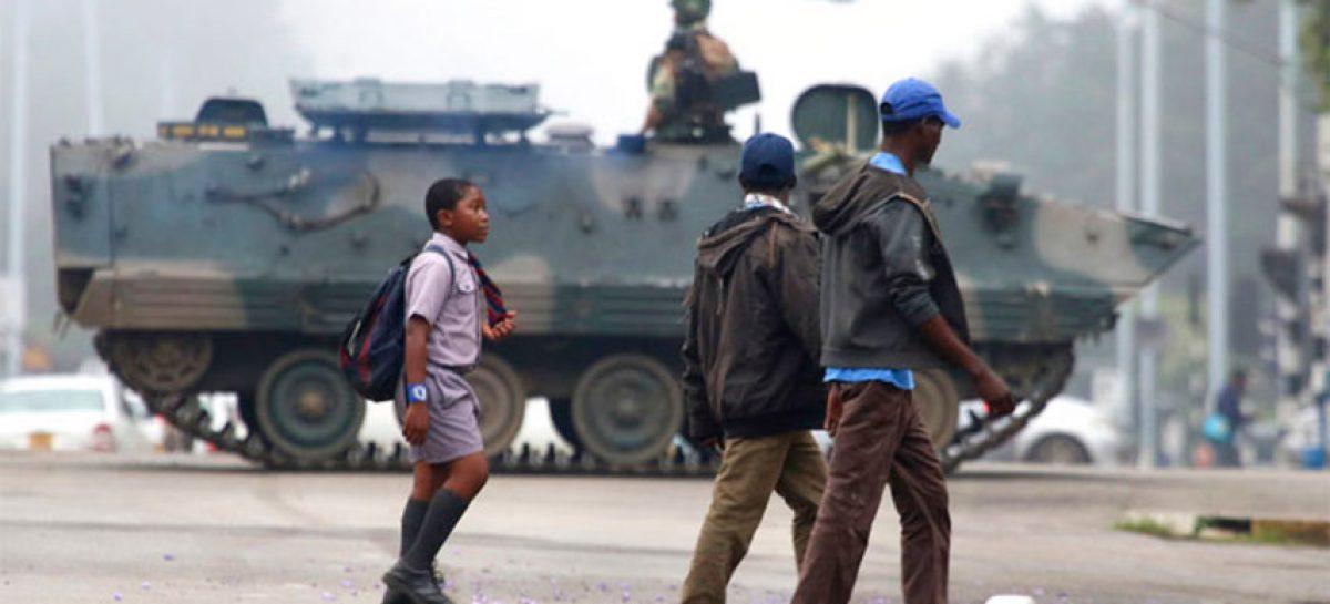 Ejército y Policía Zimbabue enfrentan a manifestantes opositores en Harare