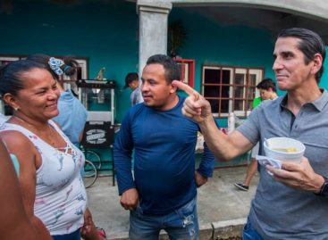 Rómulo Roux prefiere hablar con los panameños en sus hogares