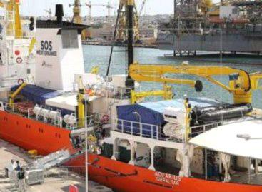 Panamá se compromete en gestionar «puerto seguro» para migrantes que viajaban en el Aquarius