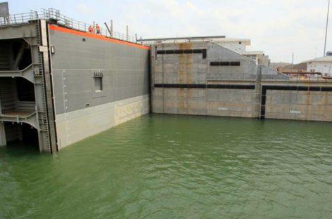 Canal de Panamá explica incidente en esclusas de Agua Clara que afectó por horas el tránsito