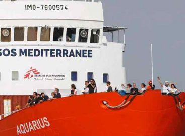 El Aquarius se quedará en Marsella mientras le asignan un nuevo pabellón