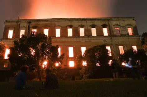 Incendio consumió Museo Nacional de Río de Janeiro
