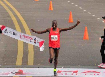 Kipkemboi ganó el maratón de Buenos Aires y estableció nueva marca