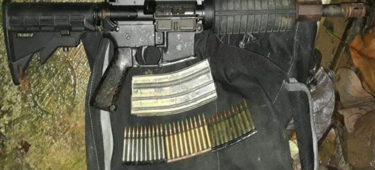 Detienen a 6 sujetos con fusiles de guerra y municiones