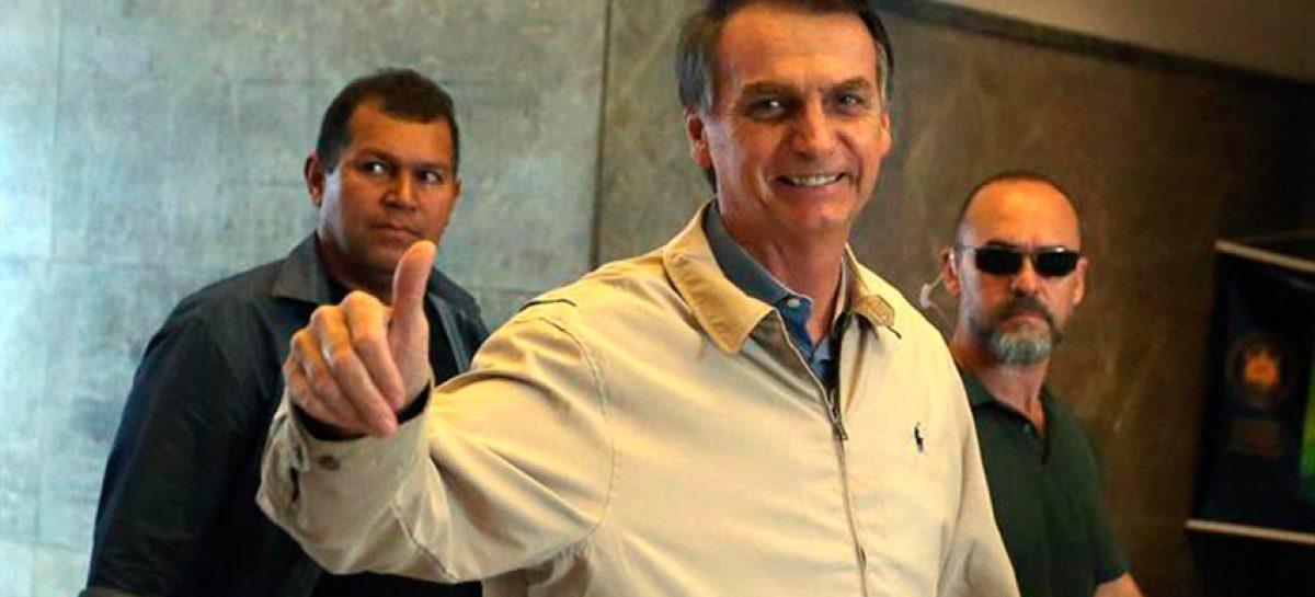 """Bolsonaro aseguró confiado que tiene """"una mano en la banda presidencial"""""""
