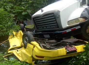 Accidente en Burunga: Concretera se fue por precipicio y arrastró a busito colegial (+impactantes imágenes)