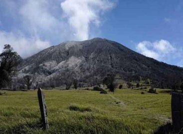 Volcán Turrialba lanzó ceniza y gases a mil metros de altura en Costa Rica