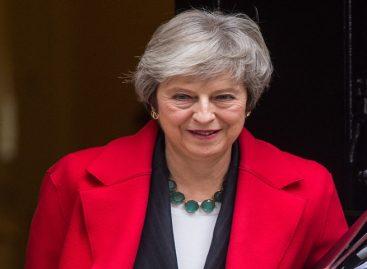 May rechazó dimitir como primera ministra en el Parlamento
