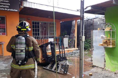 Bomberos extinguen incendio en La Chorrera