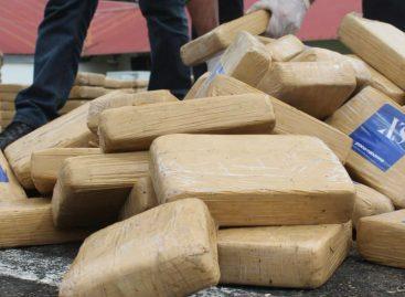 Decomisaron 698 paquetes de droga en embarcación en Isla Taboga