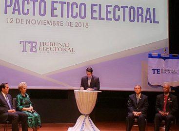Rómulo Roux tras firma de pacto ético electoral: Me comprometo a llevar campaña de altura