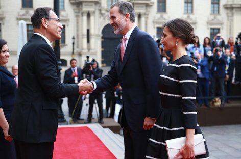 Presidente de Perú recibió a los reyes de España con una bienvenida oficial