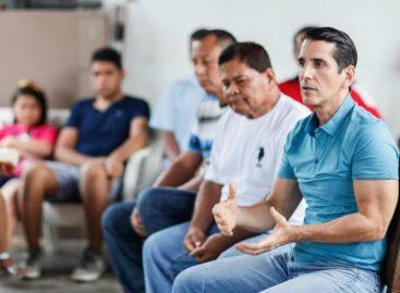 Roux prepara estrategia de cara a elecciones 2019 con copartidarios y simpatizantes de CD