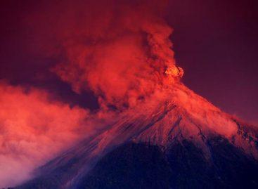 Cenizas de volcán de Fuego en Guatemala caen a más de 100 kilómetros