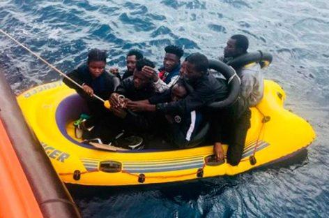 12 inmigrantes muertos cuando navegaban hacia España