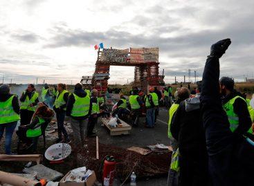 Macron recibió a sindicatos y patronal para hablar sobre protesta