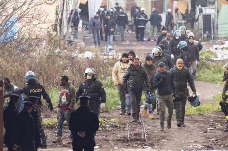Dos muertos y decenas de heridos en un incendio en Italia