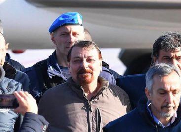 Terrorista Cesare Battisti llegó a Italia desde Bolivia