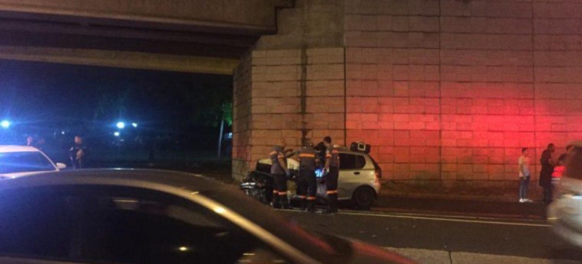 Murió un conductor tras impactar contra objeto fijo en avenida Los Mártires