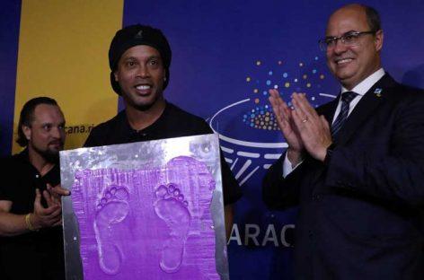 Ronaldinho recibió homenaje en el Maracaná