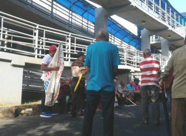 Tensión en los predios de la AN por protesta de jubilados este #2Ene