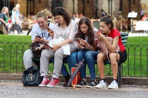 Celulares: Una nueva tendencia… ¿Qué es el Sleep Texting?