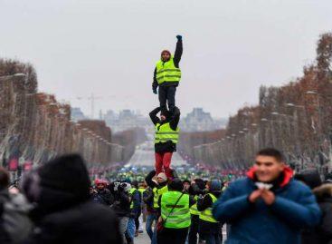 Chalecos amarillos conmemoraron 3 meses de movimiento con una marcha
