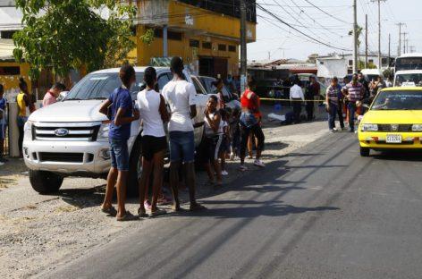 Menor de edad resultó muerto durante balacera en minisúper de Santa Marta