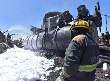 Choque de tren y camión cisterna dejó dos muertos en México